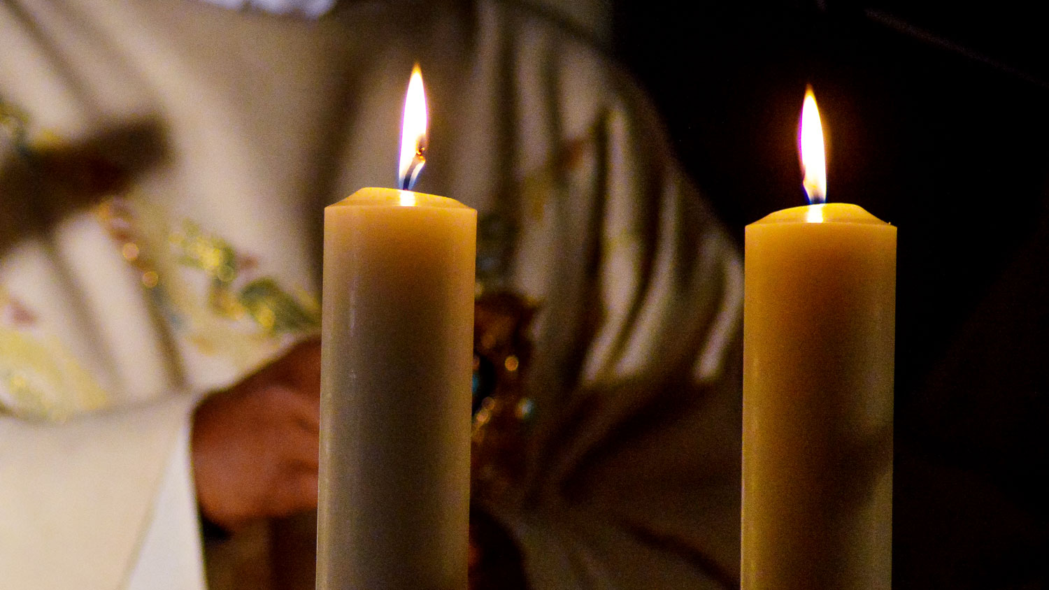 church candles 2qXiQkgEUPE unsplash
